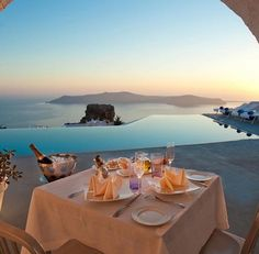 Dinner with an INCREDIBLE view #travel #luxurybeachlifestyle