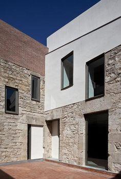 ESPAI ESCÈNIC BROSSA_MERITXELL INARAJA I GENIS | AIB Architecture_Obras Facade Design, Exterior Design, House Design, Minimalist Architecture, Facade Architecture, Conservation Architecture, Casa Loft, Commercial Architecture, Stone Houses