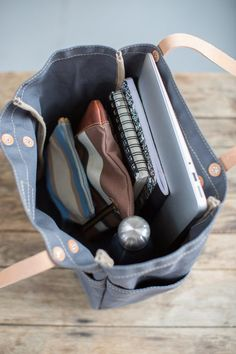 This versatile, fun tote is our best selling go-to for daily carry. Handmade in our Omaha studio. Front pocket for iPad / tablet & side pockets for bottle / thermos Wider base for stability w/ double-ply bottom Eco-friendly vegetable tanned leather straps What In My Bag, What's In Your Bag, School Bag Organization, My Bags, Purses And Bags, Mochila Kanken, Inside My Bag, College Bags, Work Bags
