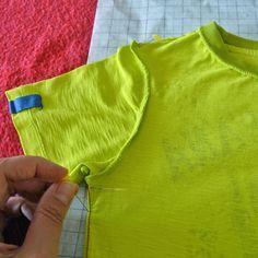 Kleren Kopieren 1      Zoals beloofd is hier een T-Shirt Sew Along! Ik maakte de afgelopen week een T-Shirt voor mezelf door een patroon te ...