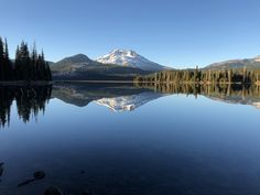 Reddit - EarthPorn - The reflection of this mountain in Sparks Lake, Oregon was breathtaking. [OC] [4032x3024]