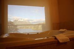 Em Bariloche, até hotel vira destino de city tour. O tradicional Llao Llao, construído pela primeira vez em 1938, está a 25 km do centro e é uma das atrações incluídas nas excursões básicas pela cidade #Argentina