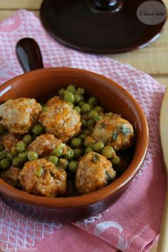 Meatballs with peas con piselli Meatba. Meatballs with peas Meatballs with peas Meatballs with peas - # Beef Veal Recipes, Cooking Recipes, Italian Dishes, Italian Recipes, Beef Skillet Recipe, Chicken And Chips, Pan Relleno, Albondigas, Saveur