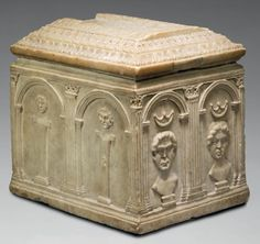 Urn Marble H: 34 cm - W: 35 cm - W: 28 cm Roman Period Lack certainly carved a figure lying on top. A side portion of the groove glued. Incineration is the most common method funeral in Rome since the Republican era. The urn collects and keeps the ashes of the deceased. Made of earthenware, glass or stone, these marble urns adopt towards the end of the first century before Christ.