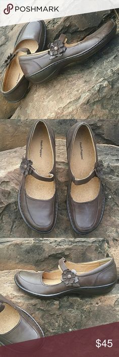 Hush puppies  Mary-Jane genuine leather . Conditions like new. True size- Nero feet. Very soft and comfortable Hush Puppies Shoes