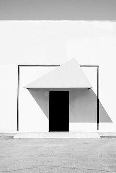 Geometric > nicholas alan cope's images of los angeles architecture Minimal Architecture, Architecture Details, Interior Architecture, Interior And Exterior, Foster Architecture, Shadow Architecture, Geometry Architecture, Environmental Architecture, Parametric Architecture