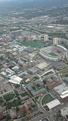 OSU Campus, Columbus, OHIO Zach's dorm is the T at the bottom of the picture. Oregon Ducks Football, Ohio State Football, Ohio State Buckeyes, College Football, Oklahoma Sooners, American Football, Football University, Ohio Stadium, Ville New York