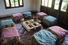 Sala Picnic con Pacas de Heno www.docebodas.com