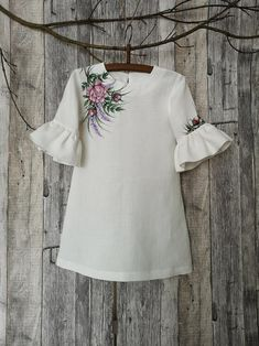 White rustic linen dress for girl Rustic flower girl dress White flower girl dress. Fabric Painting On Clothes, T Shirt Painting, Painted Clothes, Flower Girl Dresses Country, Rustic Flower Girls, Girls Dresses, Rustic Dresses, White Linen Dresses, White Dress