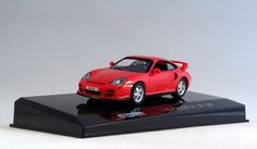 711 Collection 671009 Porsche 911 GT2 2000 in red. Mounted on named plinth under a clear plastic cover but is easily removed. 1:43 scale. Diecast with plastic parts.  Visit http://thegeniescave.co.uk/product-category/diecast/711-collection/