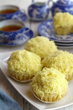 Ensaymada Recipe: I have been craving for Ensaymada for some time now. That soft, sweet bread covered with butter and sugar then topped with lots of grated cheese. Ensaymada was adapted from the Spanish Ensaïmada but has evolved throughout the years to Philipinische Desserts, Filipino Desserts, Filipino Recipes, Asian Recipes, Dessert Recipes, Filipino Food, Pinoy Dessert, Filipino Dishes, Frosting Recipes