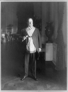 President William Taft wearing his Masonic regalia in 1911.