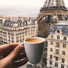 Someday I'll go to Paris, and I'll drink coffee while I stare the Eiffel tower💛 Torre Eiffel Paris, Tour Eiffel, Coffee Is Life, I Love Coffee, Coffee Pics, Mocha Coffee, Espresso, Voyager C'est Vivre, Paris By Night