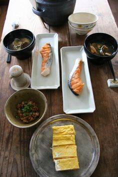 Typical Japanese Breakfast Meals (Grilled Salmon, Miso Soup, Tamagoyaki Egg Roll, Natto with Negi Green Onion) | 素敵な朝ごはん