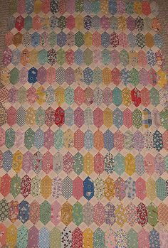 Lovely quilt in reproduction (30s) fabrics