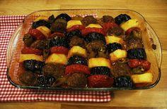 Pürlezzet Malzemeleri  Köftesi için Malzemeler ½ kg kıyma 2 dilim ekmek – rondodan geçirilmiş 1 yumurta 1 adet soğan – rondodan geçirilmiş Tuz Karabiber 1 çay kaşığı kırmızı toz biber 1 çay kaşığı kimyon  Diğer Malzemeler 5-6 adet orta boy patates 2-3 adet patlıcan 5-6 adet domates 5-6 adet sivri biber 1 yemek kaşığı domates salçası 1 su bardağı su Tuz Kızartmak için sıvıyağ Köfte için olan tüm malzemeleri harmanlayıp, yoğurun. Köfte şekli verip biraz dinlendirin. Patatesleri ve…