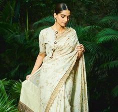 Fashion Faceoff: Kangana Ranaut or Sonam Kapoor; Who styled the white Sabyasachi saree the best? | PINKVILLA Kareena Kapoor Khan, Deepika Padukone, Pulled Back Hairstyles, White Saree, Sabyasachi, Fashion Beauty, Womens Fashion, Blouse Styles, Indian Wear