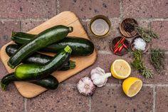 Naložte je! Cukety s česnekem a chilli jsou dokonalé! - Proženy Pickles, Zucchini, Salsa, Canning, Vegetables, Food, Gravy, Salsa Music, Restaurant Salsa