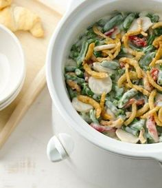 Crockpot Alfredo Green Beans: This version has the great taste you crave, but it cooks itself in your slow cooker--proving that all green bean casseroles are not created equal! Best Slow Cooker, Crock Pot Slow Cooker, Crock Pot Cooking, Slow Cooker Recipes, Crockpot Recipes, Cooking Recipes, Crockpot Veggies, Crock Pots, Amish Recipes