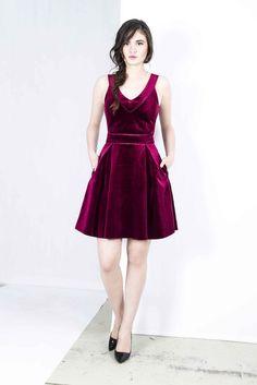 Maje - €49 http://jurkenhuren.nl/product/mai-maje-retail-e225/ Velvet velour red dress