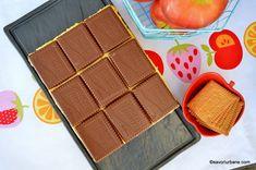 Prăjitură fără coacere cu mere, biscuiți și budincă de vanilie   Savori Urbane No Cook Desserts, Dessert Recipes, Bakery, Food And Drink, Cooking, Pies, Sweets, Recipes, Desert Recipes