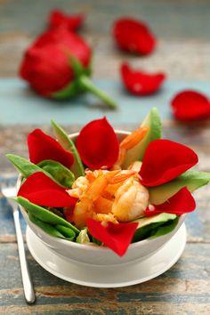 Ricetta #Insalata dell'#amore con #petali di #rosa e #gamberi con Aceto Bianco Cirio e Olio Extravergine Delicato Cirio.