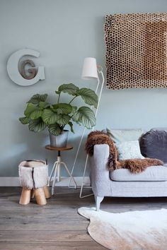 Green interior trend: try these 4 new greens in 2020 / green wall paint, dark green wall decor and green interior inspirations on ITALIANBARK Green Painted Walls, Blue Walls, Grafic Design, Green Wall Color, Green Colors, Blue Green, Light Green Walls, Light Blue, Boho Deco