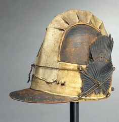 US State of Massachusetts Dragoon Helmet Military Fashion, Military Hats, Army Helmet, War Of 1812, Napoleonic Wars, American Soldiers, Gold Lace, Headgear, Us Army