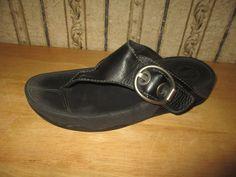 15d0ddc9254 PRE-OWNED women s FIT FLOP black leather buckle accent SANDALS - size 8   fashion