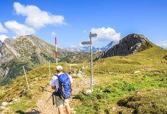 Bergsteiger-Tour 4000er Woche im #Wallis.  Beeindruckende Gletscherwelt im südlichen Wallis. Der Gran Paradiso 4061m mitten im Nationalpark Gran Paradiso, der für seine herrliche Flora und Fauna bekannt ist, ist unser erster 4000er. Anschließend wechseln wir ins südliche Wallis und erleben dort die beeindruckende Gletscherwelt etlicher Viertausender. #Wanderreise einfach und bequem bei #Royalticket buchen. Garantiert erfahrener #Bergführer, der euch begleitet.