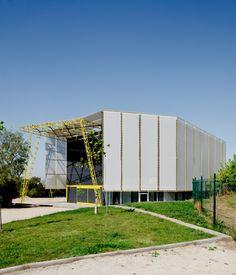 Acrobatic Arts Center / DX Arquitectos