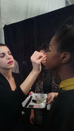 @Romy Soleimani Applying glitter @Lela French #nyfw          #bcomfrontrow @Beauty.com @Boots Beauty USA @kevynaucoinbeauty Www.beauty.com/FrontRow