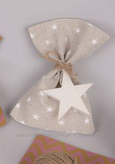 Μπομπονιέρα αστέρια | bombonieres.com.gr Lavender Bags, Burlap, Favors, Wraps, Bloom, Gift Wrapping, Ornaments, Babyshower, Flowers