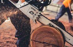 Csak úgy repül a forgács!  @kauebarp #stihl #stihlnemzedekek #chainsaw #chainsaws #outdoors #outdoorlife #tools  #farmlife #farming #handyman #muscle #treework #woodwork #woodwborking #forest #nature #arborist #arblife #logger #lumber #lumberjack #carving #woodcarving #chainsawcarving #garden #gardenlove #stihlgirl #stihldog #repost