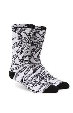 PacSun presents the DGKCannabis Cup Crew Socks for men. These two tone men's crew socks provide DGK logos on top and the sole with a contrast toe and heel.Allover multi color print crew socksDGK logos on top and soleSoft and stretchy materialMachine washable87% cotton, 10% polyester, 3% spandexImported