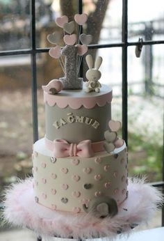 Baby Animals First Birthday Cake by Sihirli Pastane - Amor , cravo e canela. - first birthday cake-Erster Geburtstagskuchen Girls First Birthday Cake, Baby Birthday Cakes, Birthday Kids, Tortas Baby Shower Niña, Baby Shower Cakes, Baby Girl Cakes, Cake Baby, Cupcake Cakes, Baby Animals