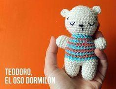 Teodoro, el Oso Dormilón Amigurumi - Patrón Gratis en Español aquí: http://www.corriendocontijeras.com/patron-amigurumi-teodoro-el-oso-dormilon/