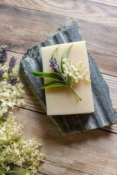 Elderflower & Lavender Soap Recipe: Natural cold-process soap recipe and instructions featuring elderflower infusion, rich cocoa butter, and a lavender and herb essential oil blend #soaprecipe #soapmaking #elderflowers