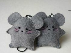 Cats Toys Ideas - Education and ICT 15 fantastic crafts to do with Felt - very sweet mice ornaments! ~M x - Ideal toys for small cats Crafts To Do, Felt Crafts, Fabric Crafts, Sewing Crafts, Sewing Projects, Felt Projects, Mouse Crafts, Felt Christmas Ornaments, Christmas Crafts