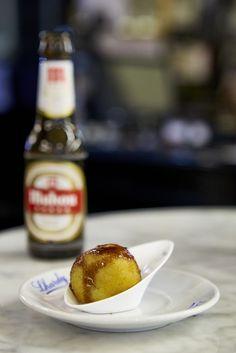 #Gastrofestival: Degustatapas (botellín Mahou + tapa por 6€) en Casa Lhardy http://www.gastrofestivalmadrid.com/ (foto: Javier Peñas)