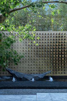 Landscape Walls, Landscape Architecture, Landscape Design, Modern Landscaping, Outdoor Landscaping, Water Fountain Design, Modern Japanese Garden, Modern Water Feature, Feature Wall Design