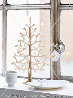 Taverne Agency - white-windows ~Could I bandsaw something like this for Christmas??