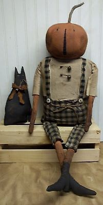 Primitive Grungy Pumpkin Boy Halloween Doll & His Cat Primitive Scarecrows, Primitive Halloween Decor, Primitive Pumpkin, Vintage Halloween Decorations, Primitive Crafts, Boy Halloween, Samhain Halloween, Halloween Pumpkins, Fall Primitives