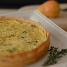 CHICKEN SAUSAGE QUICHE WITH PEAR, FONTINA, AND THYME Pear Recipes Breakfast, Brunch Recipes, Fall Recipes, Sausage Quiche, Chicken Apple Sausage, Quiche Recipes, How To Cook Chicken, Chicken Recipes, Cooking Recipes