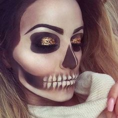 43 Cool Skeleton Makeup Ideas to Try for Halloween - Makeup Looks Dramatic Cool Halloween Makeup, Halloween Makeup Looks, Halloween Halloween, Halloween Makeup Tutorials, Vintage Halloween, Halloween Costumes, Costume Original, Helloween Make Up, Make Carnaval