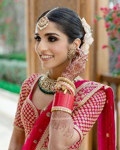 Indian Bridal Lehenga, Indian Bridal Makeup, Bridal Makeup Looks, Bridal Looks, Bridal Style, Wedding Makeup, Wedding Lehenga Designs, Indian Bridal Hairstyles, Wedding Hairstyles