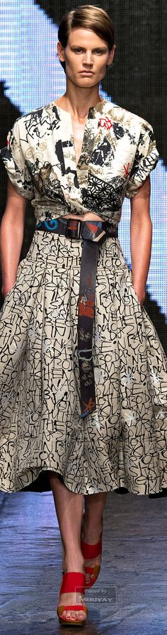 Donna Karan Spring 2015 by nellie Fashion Week, Love Fashion, Spring Fashion, High Fashion, Fashion Show, Fashion Design, Style Casual, My Style, Look 2015