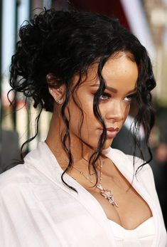 Rihanna Photos - Recording artist Rihanna attends the 2014 MTV Movie Awards at Nokia Theatre L. Live on April 2014 in Los Angeles, California. - Arrivals at the MTV Movie Awards — Part 3 Rihanna Hairstyles, 90s Hairstyles, Short Hairstyles For Women, Weave Hairstyles, Long Curly Hair, Curly Hair Styles, Natural Hair Styles, Rihanna Long Hair, Natural Dark Hair