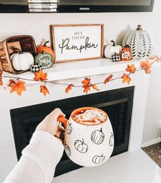 Hey there pumpkin, it's finally September! 🍁🍂I've been excited to decorate my apartment for Fall/Halloween. So far this is my favorite… Halloween Home Decor, Halloween House, Fall Halloween, Halloween Mantel, Halloween Nails, Halloween Decorations Apartment, Halloween Living Room, Halloween Movie Night, Halloween Recipe