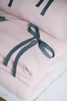 BED TIME double powder pink #riskmadeinwarsaw #powderpink #pastel #home #cozy #interior #bedtime